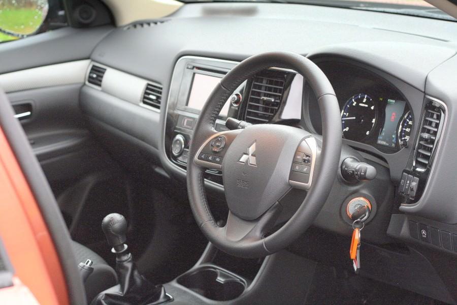 Mitsubishi Outlander 2 2 DI-D four-wheel drive seven-seat