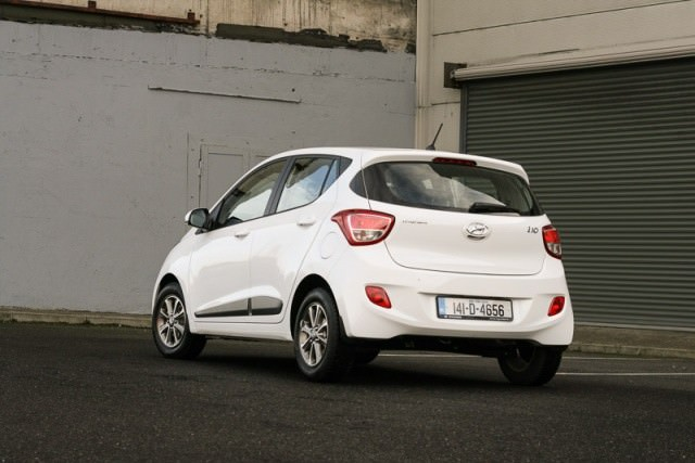 Hyundai i10 1 0 Deluxe Review | Carzone New Car Review