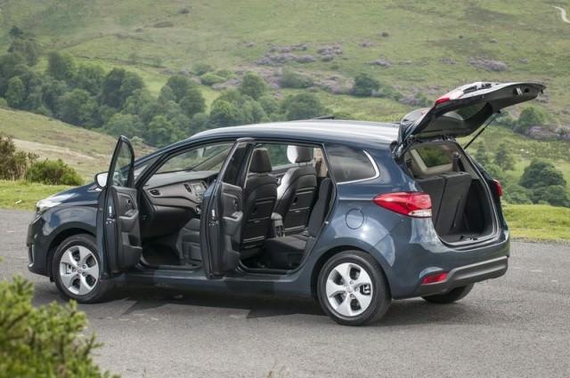 Kia Carens 1 7d Ex Review Carzone New Car Review