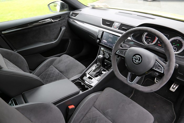 Skoda Superb Sportline Review   Carzone New Car Review