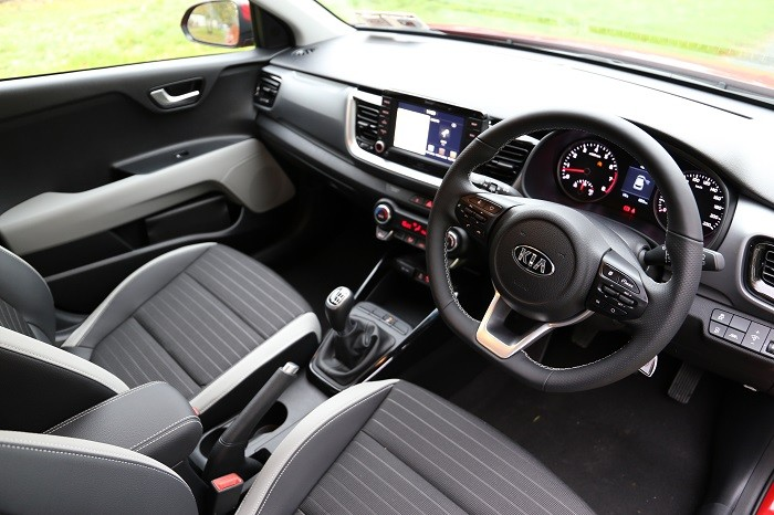Kia stonic review carzone new car review for Interior kia stonic