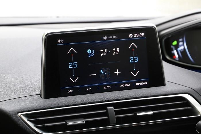 i-Cokckpit touch screen