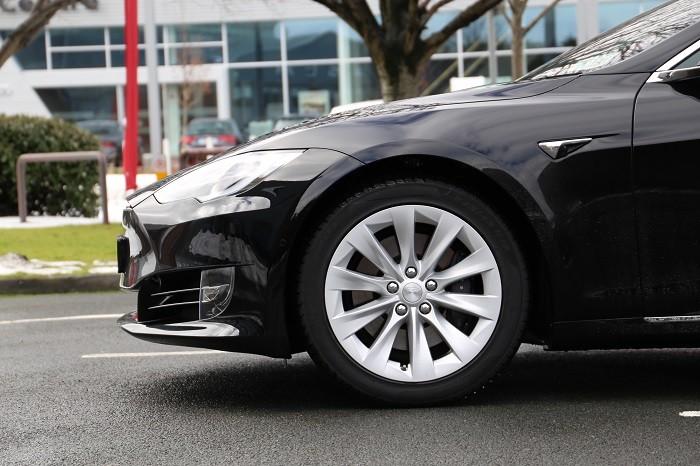 tesla model s 100d review carzone new car review. Black Bedroom Furniture Sets. Home Design Ideas